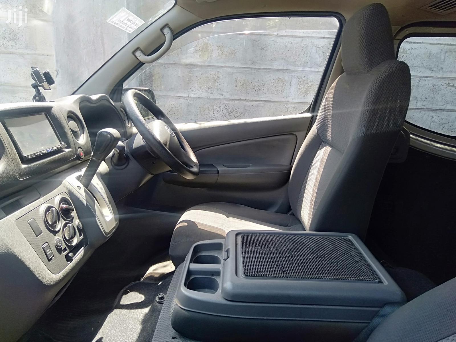 Archive: Nissan Caravan 2013 Gray