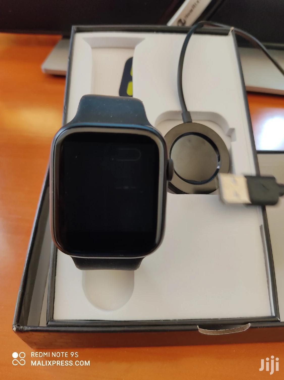 Fitness Tracker Bluetooth Smartwatch Bracelet Apple Design