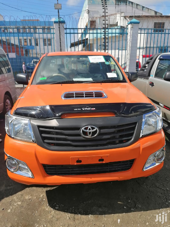 Toyota Hilux 2013 Orange