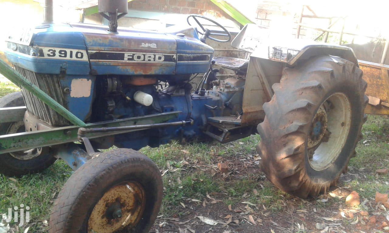 Archive: Tractor Ford 3910