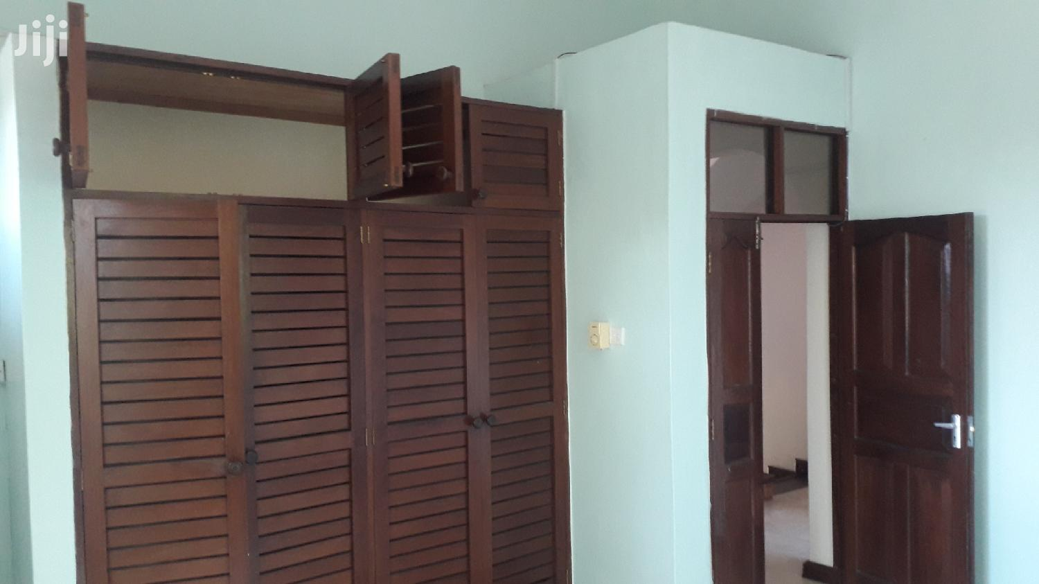 Archive: Nyali 5 Bedroom Own Compound House to Let With Swimming Pool