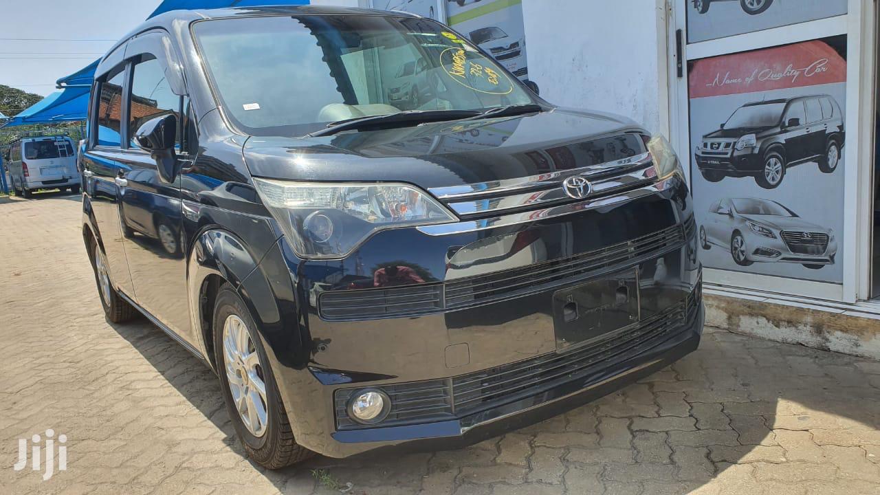 Toyota Spade 2013 Black