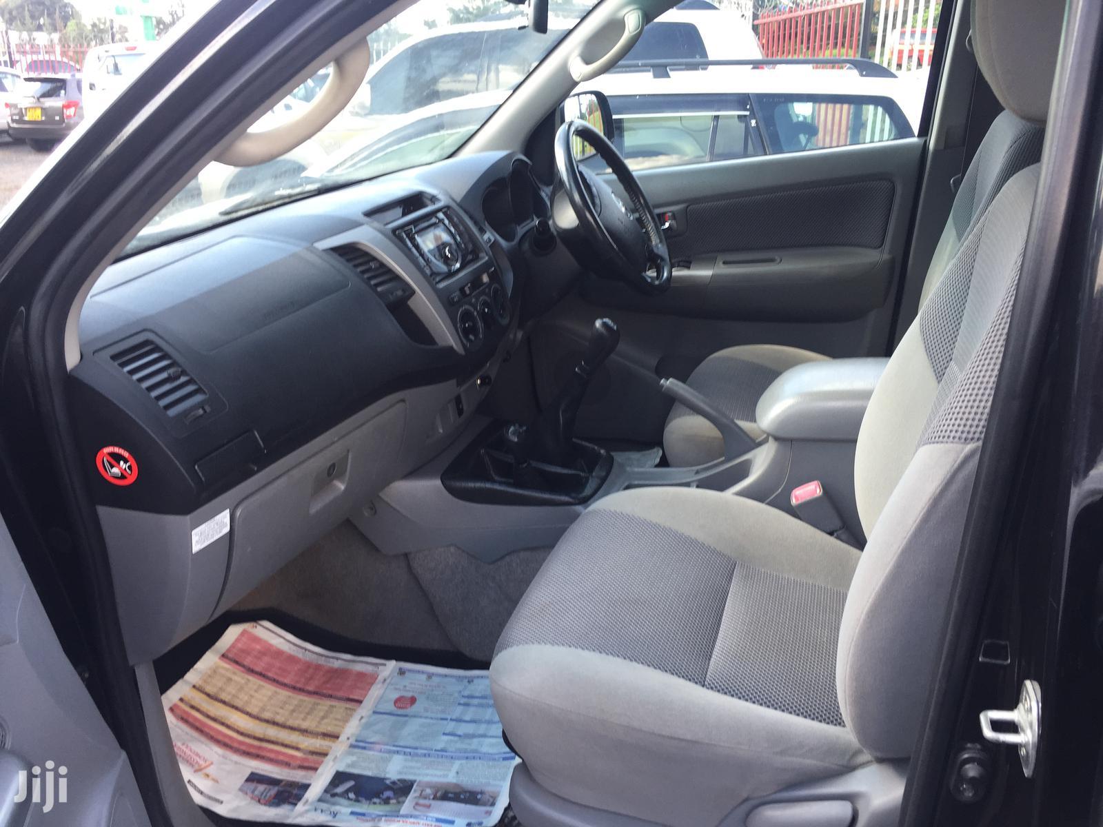 Archive: Toyota Hilux 2010 Black
