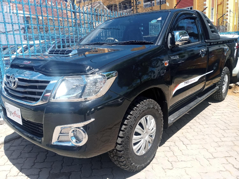 Toyota Hilux 2013 Black