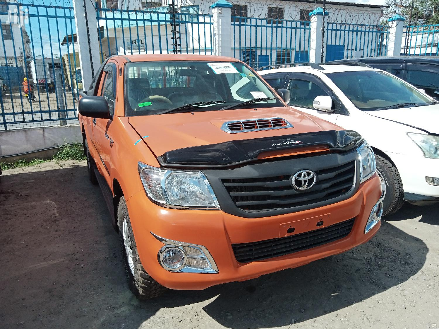 Archive: Toyota Hilux 2013 Orange