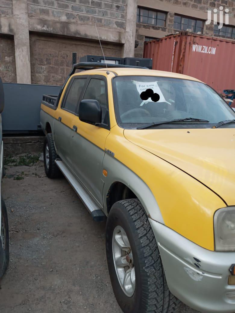 Mitsubishi L200 2001 Yellow
