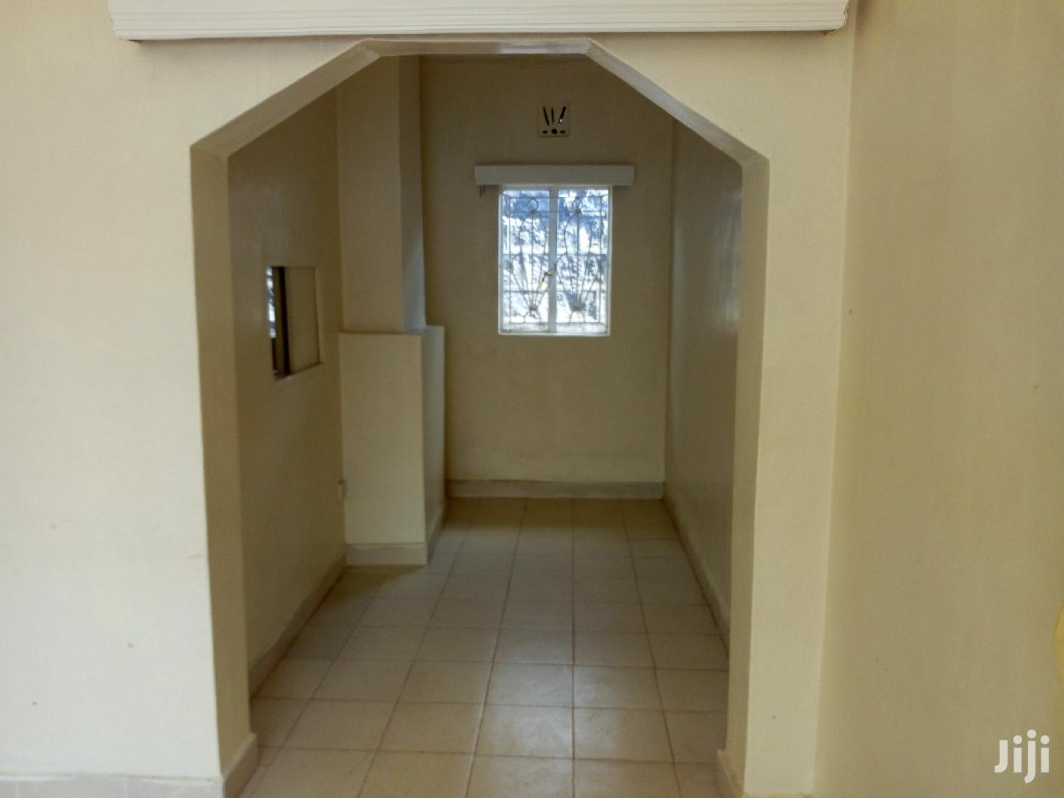 Archive: Three Bedrooms House for Rent in Freehold Estates