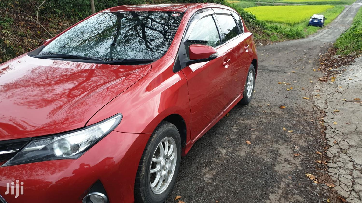 Archive: Toyota Auris 2013 Red