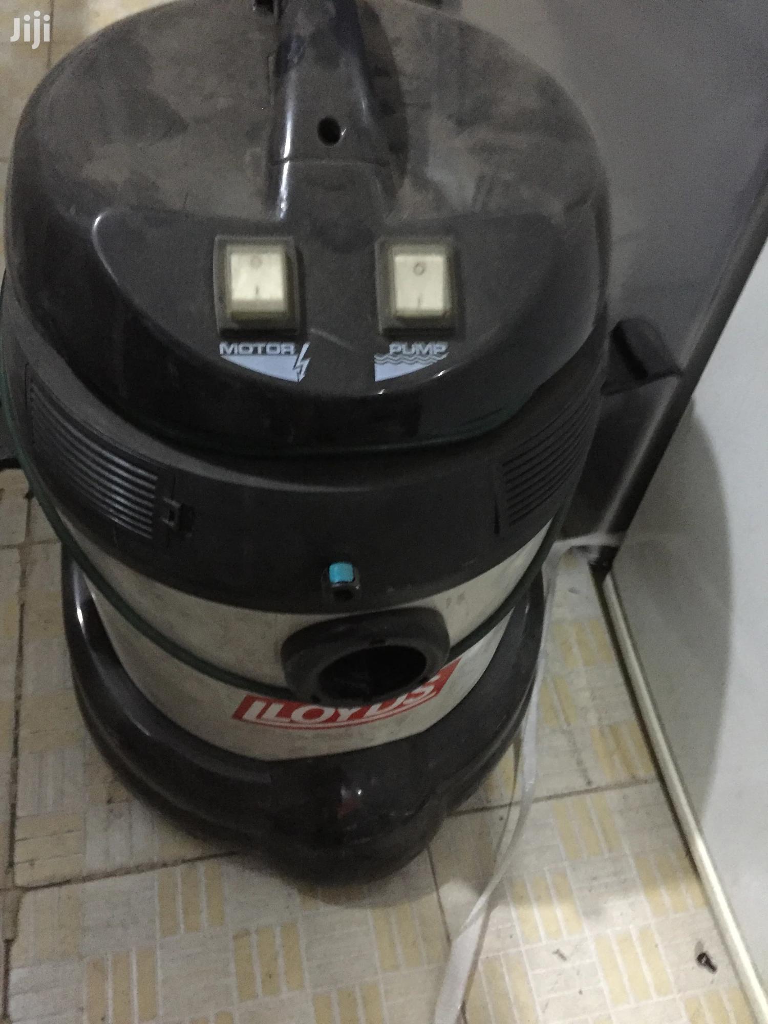 Lloyds Wet & Dry Vacuum Cleaner