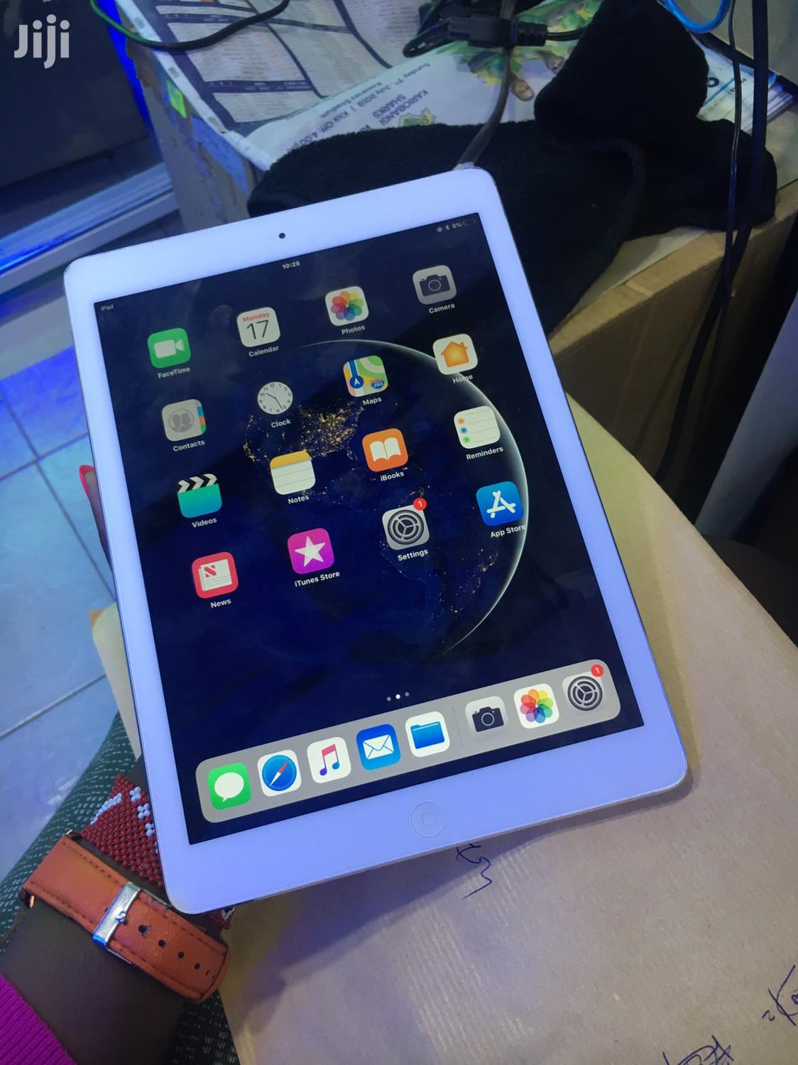 Apple iPad Air 16 GB Silver