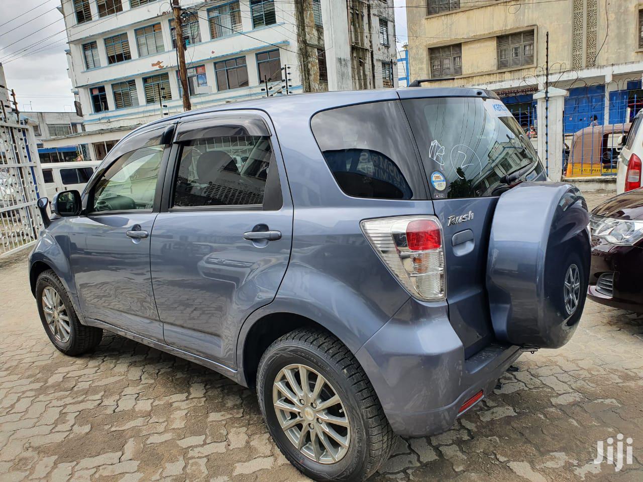 Archive: Toyota Rush 2013 Blue