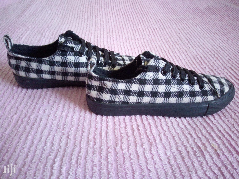 Archive: Shoe Store Sales Agent