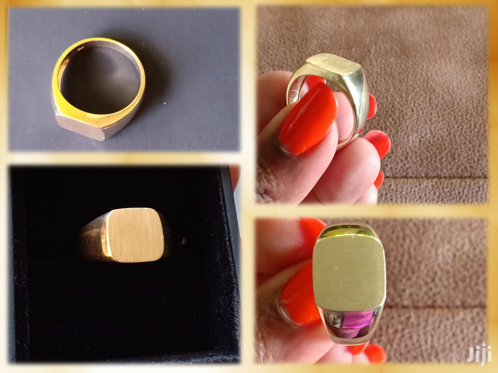 A Gorgeous 14K Men's Yellow Gold Signet Ring