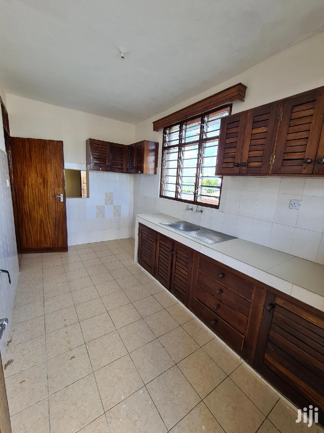 Nice 2 Bedroom Apartment With Master Enauite and and Balcony