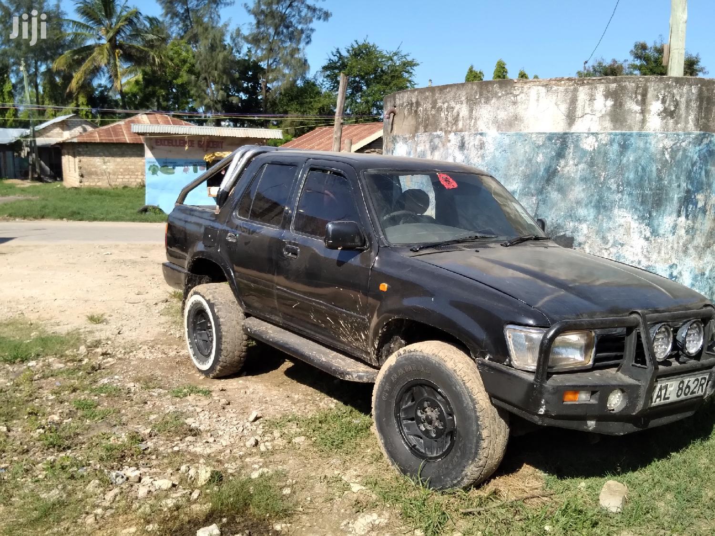 Archive: Toyota Surf 2000 Black
