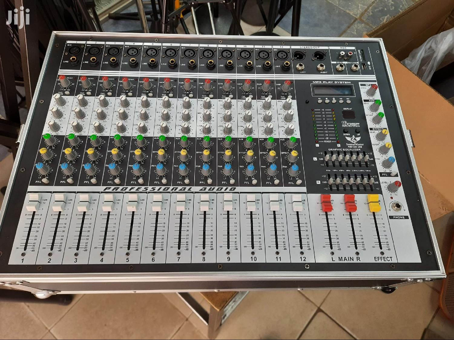 12 Chanel Powered Mixer With Rack