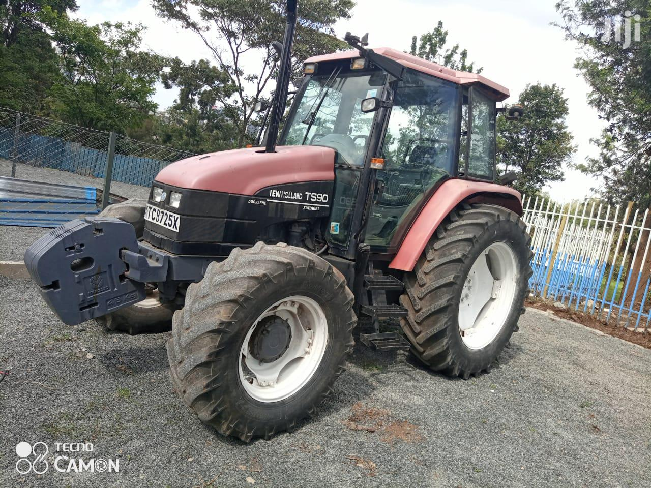 New Holland Tractor 2015 Red For Sale