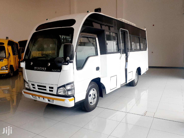 NKR BUS 27 Seater Isuzu Mini Bus