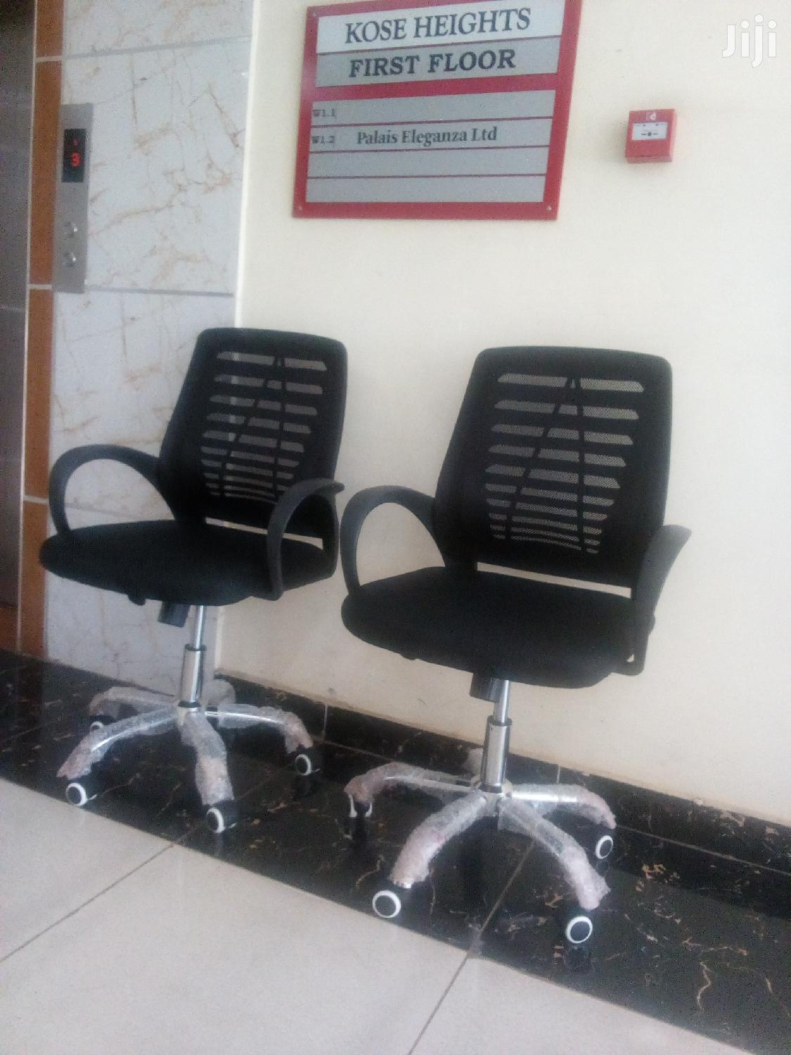 Archive: Medium Back Heavy Duty Mesh Office Chairs