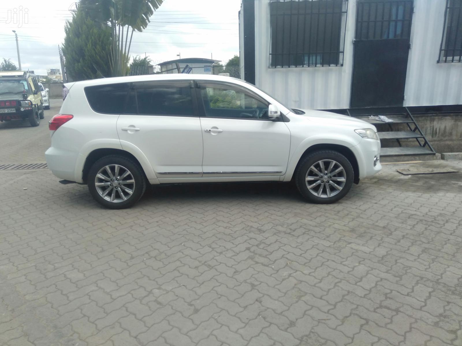 Toyota Vanguard 2013 White