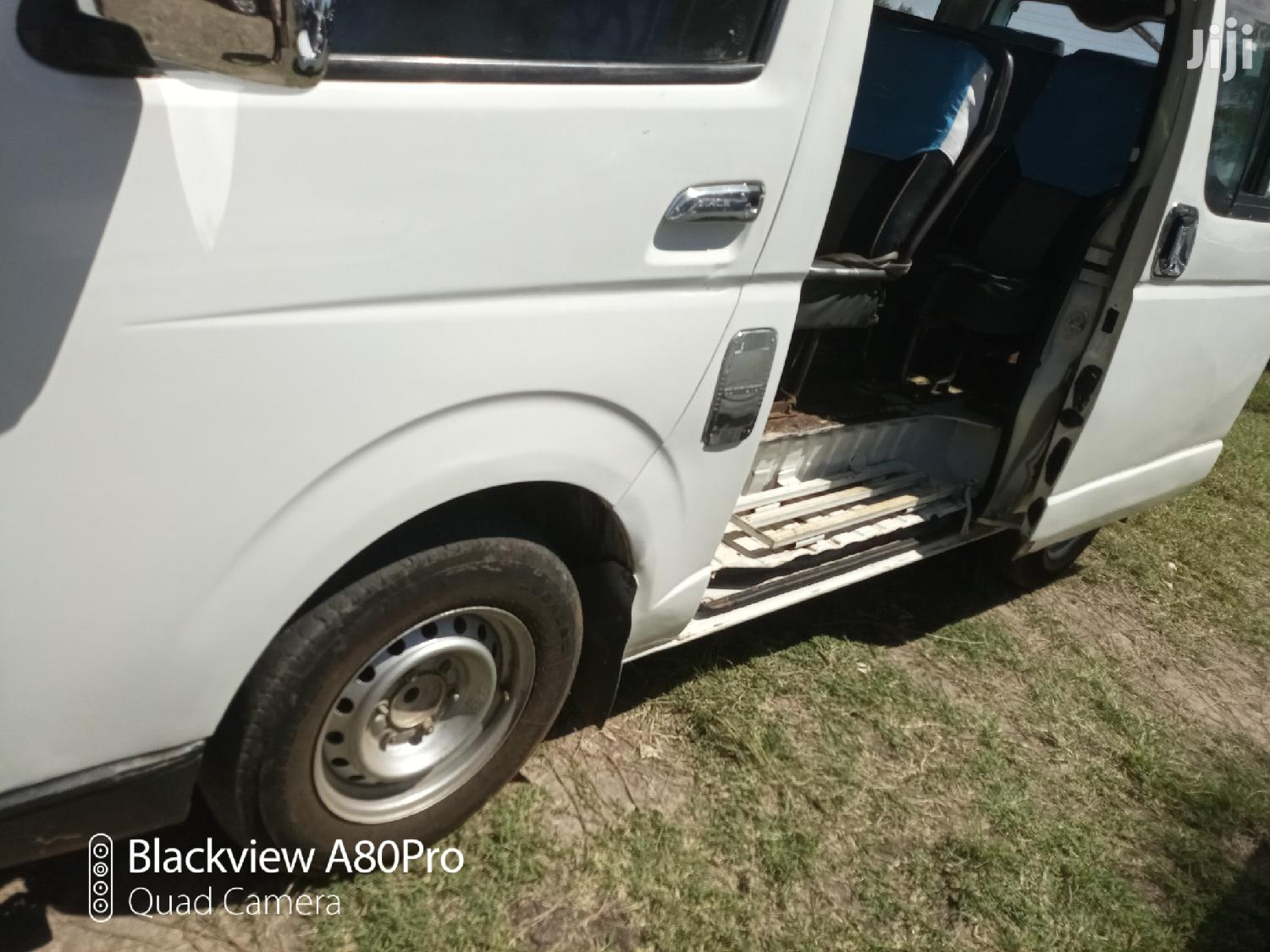 Toyota Hiace With 5l Engine And Gear Clean For Any Transport