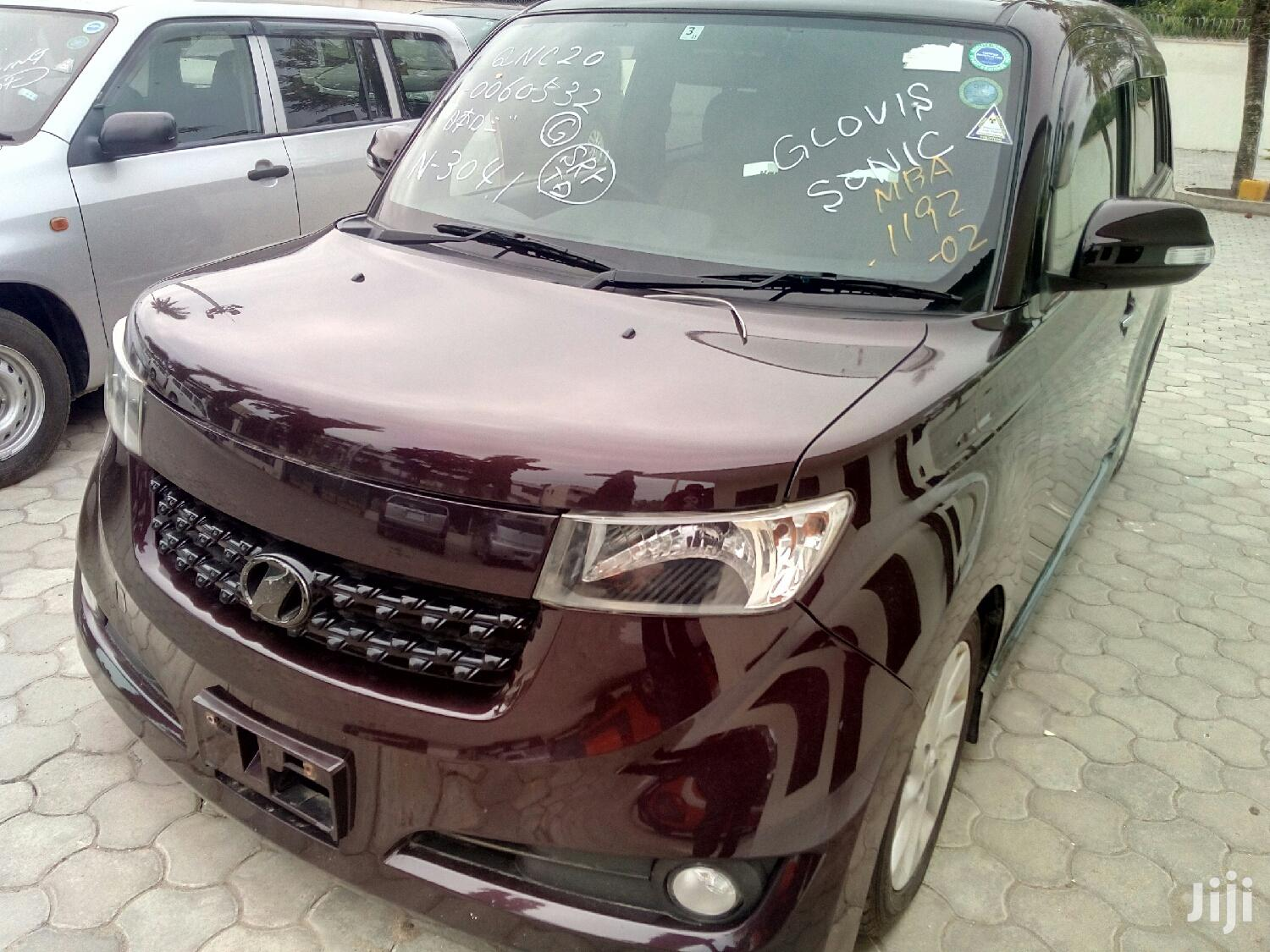 Toyota bB 2012 Red