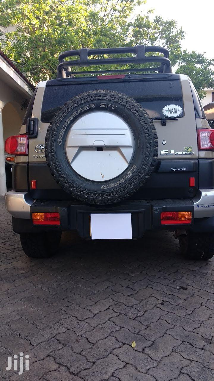 Archive: Toyota FJ Cruiser 2013 4X4 AT Beige