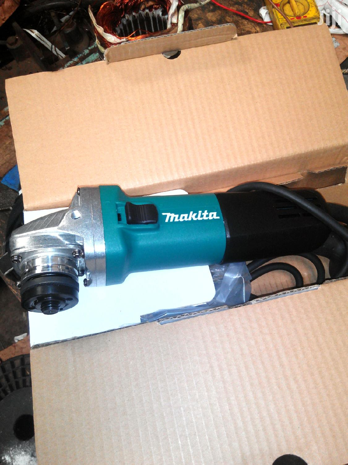 Makita Grinder 4 1/2 Inch ( Medium)