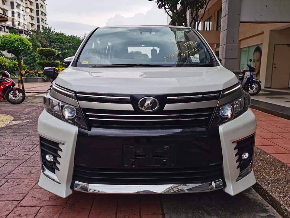 Toyota Voxy 2014 White