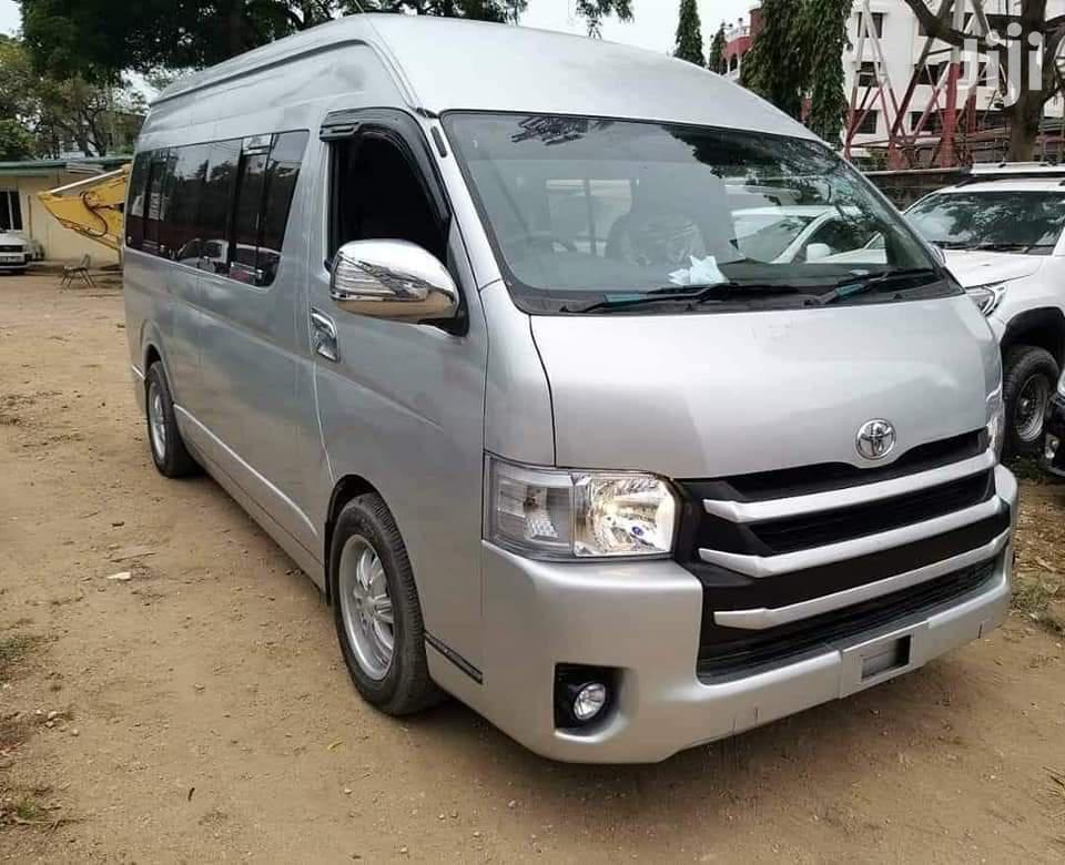 Toyota Hiace 9L