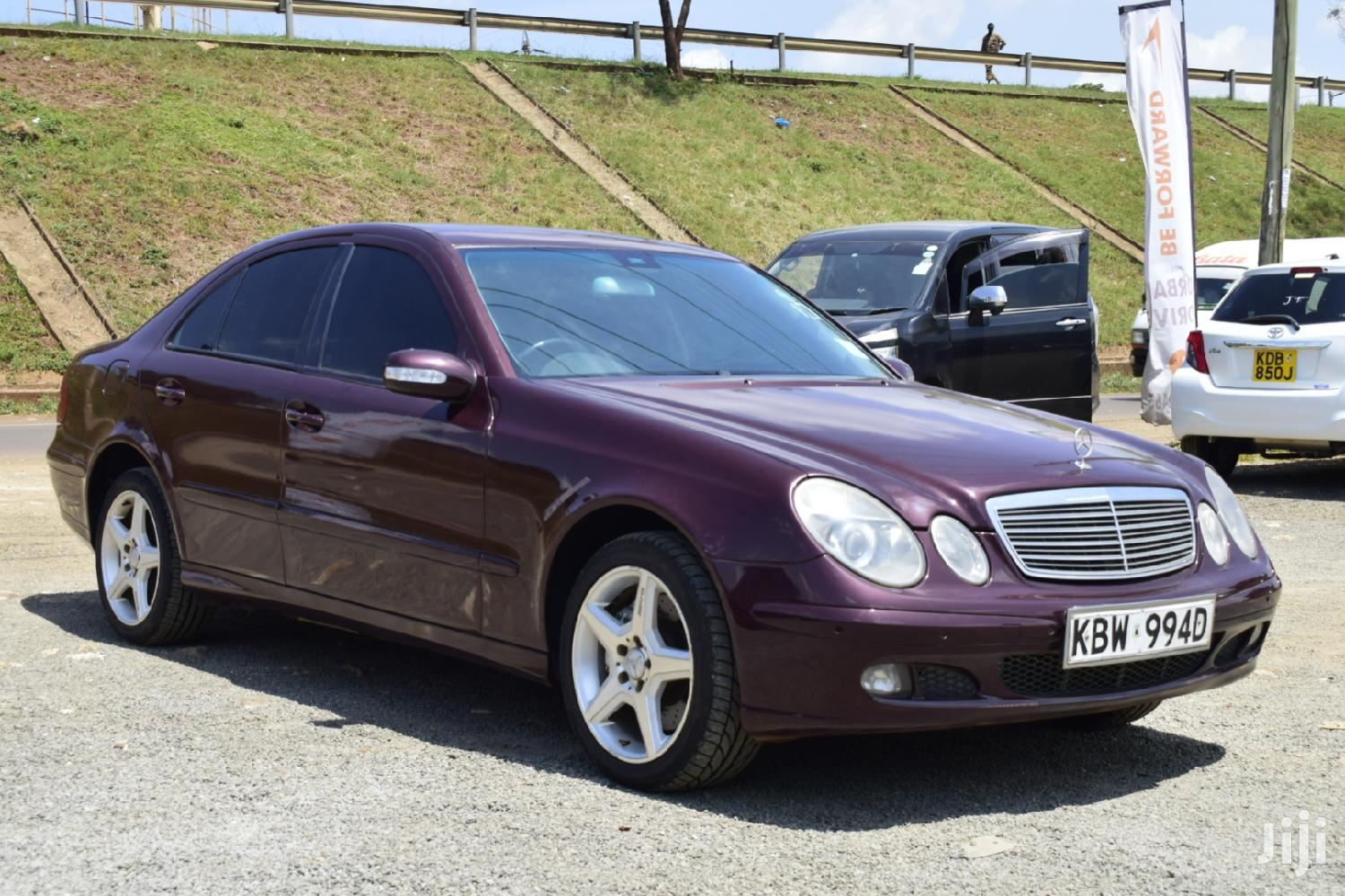 Mercedes-Benz E200 2006 Red