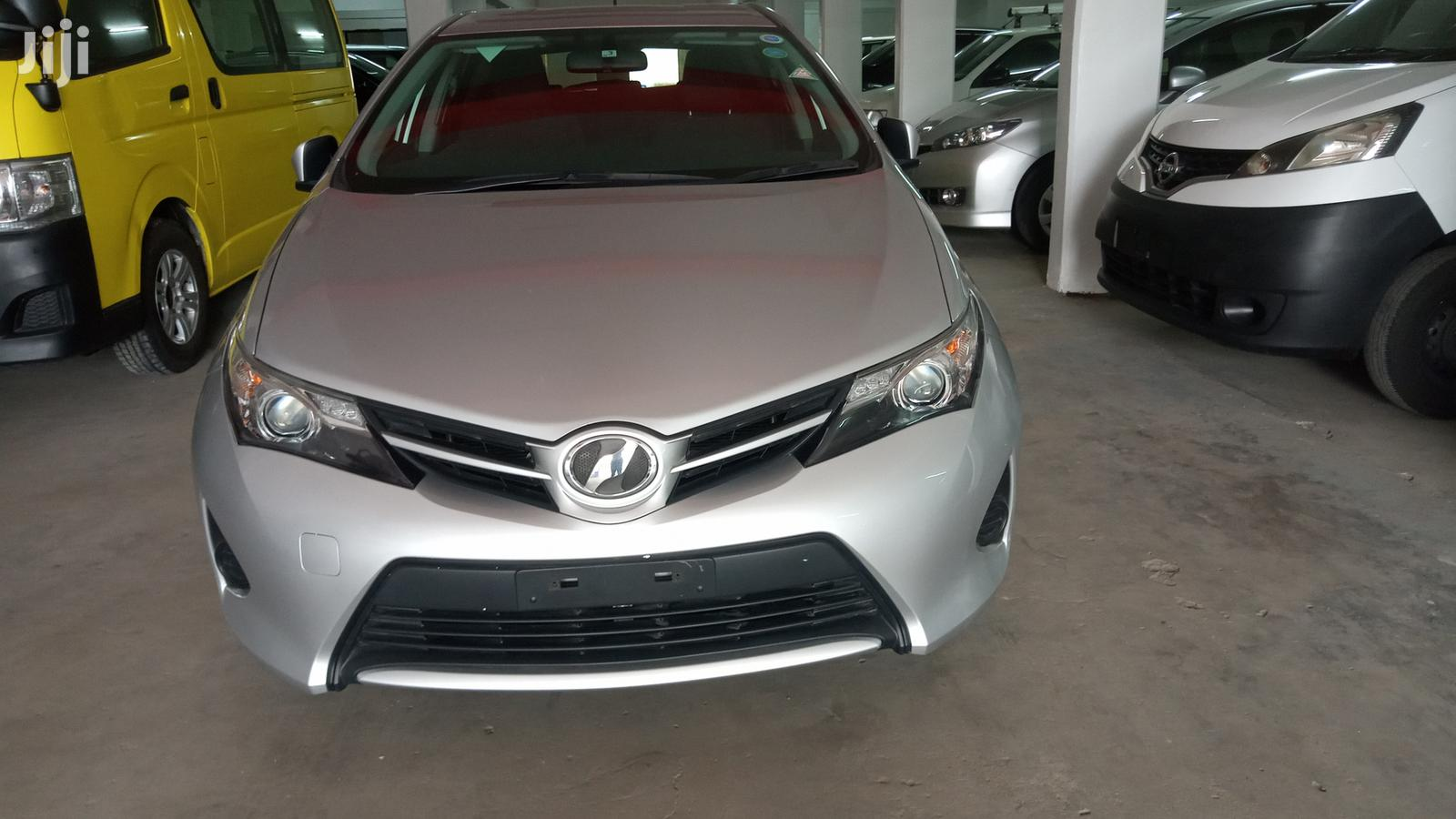 Toyota Auris 2012 Silver