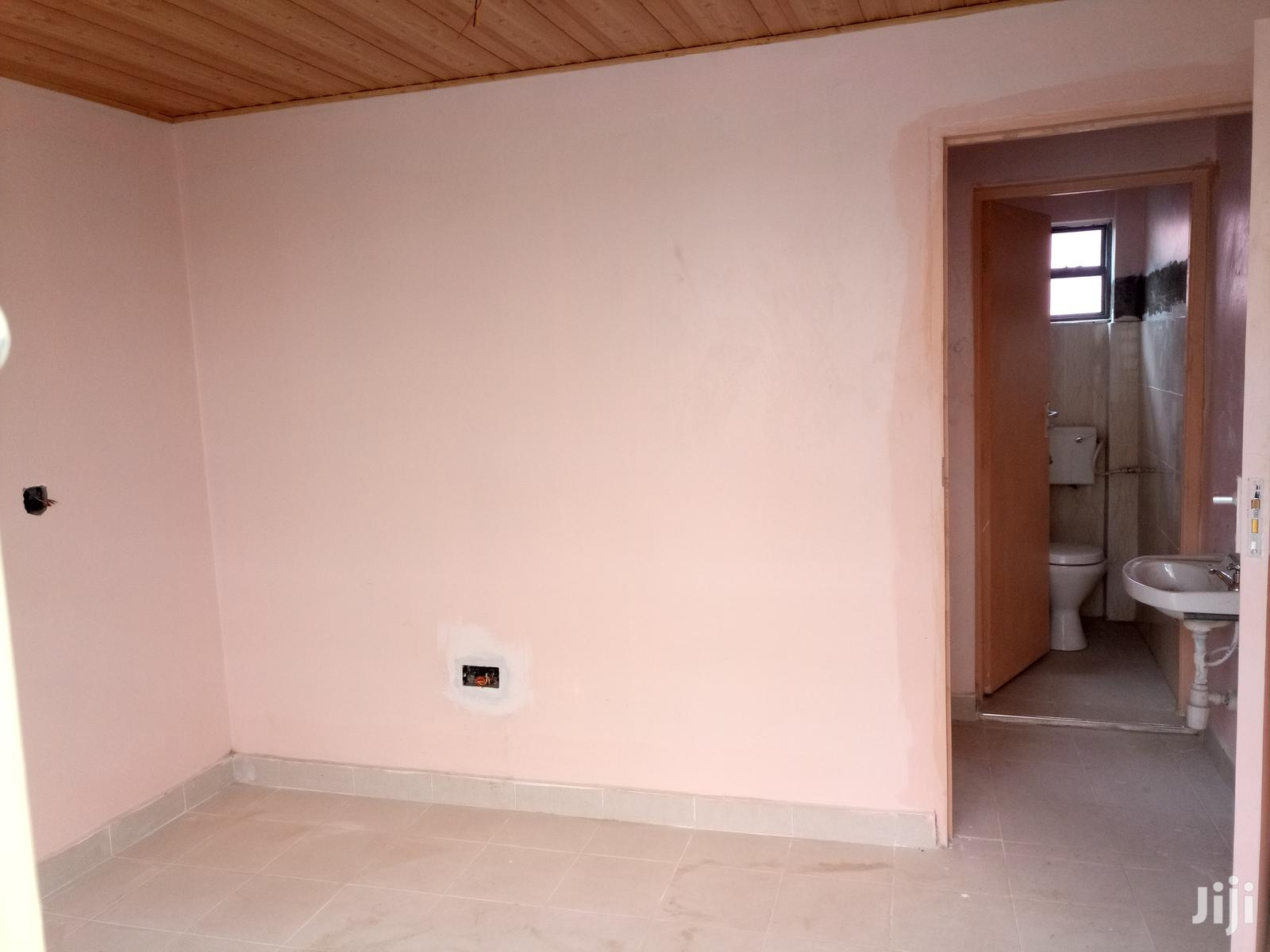 Archive: NEW Bedsitter Next To Road With A Separate Kitchen.