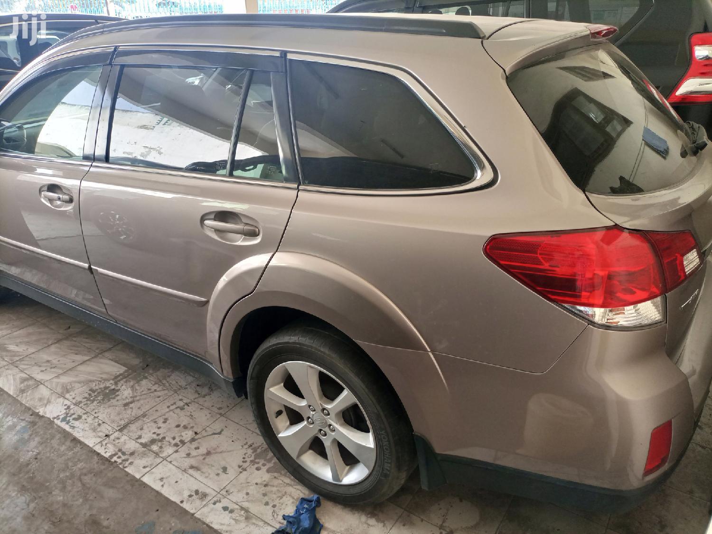 Archive: Subaru Outback 2013 Gold