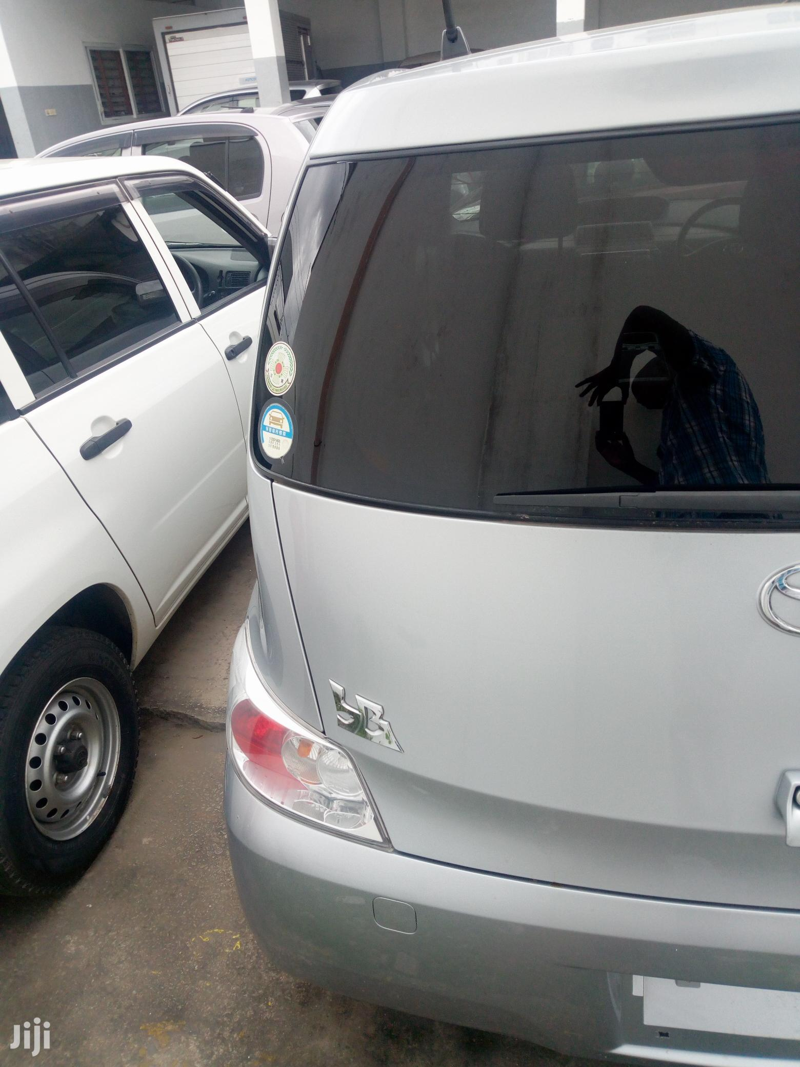 Toyota BB 2012 Silver