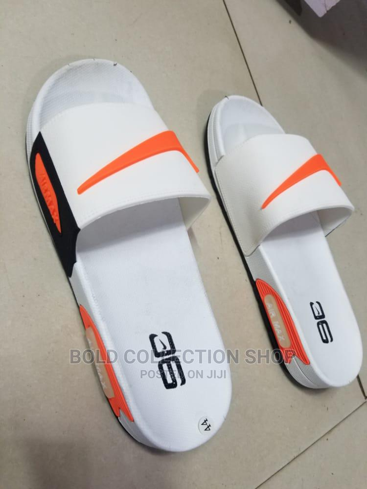 AIRMAX 90 Slides Now Available in Sizes 40-45