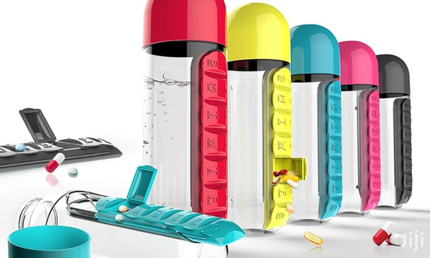 Water Bottle, 600ml With Built-in 7 Day Pill Organizer & Drinking Cup
