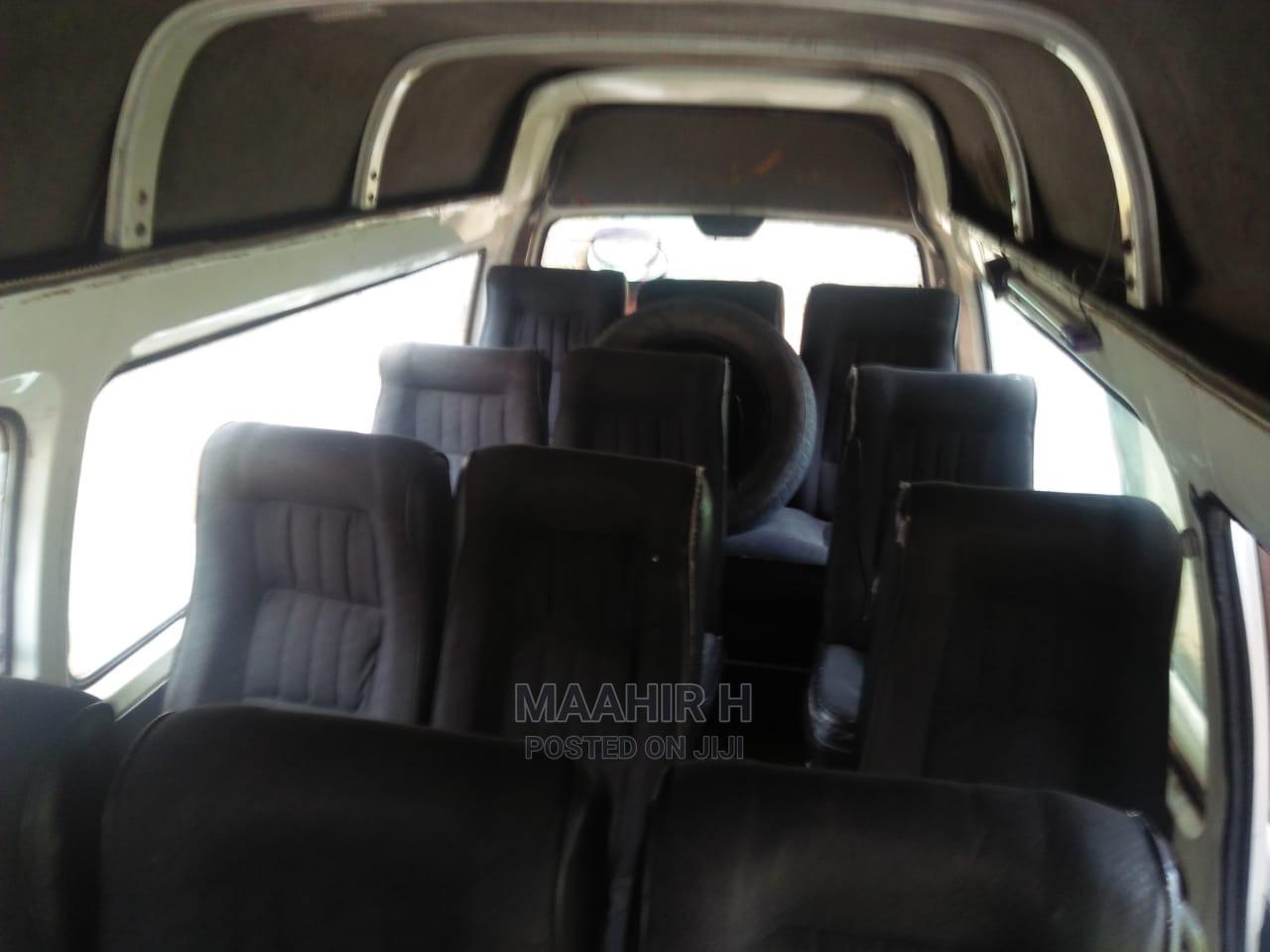 Archive: Nissan Caravan Private