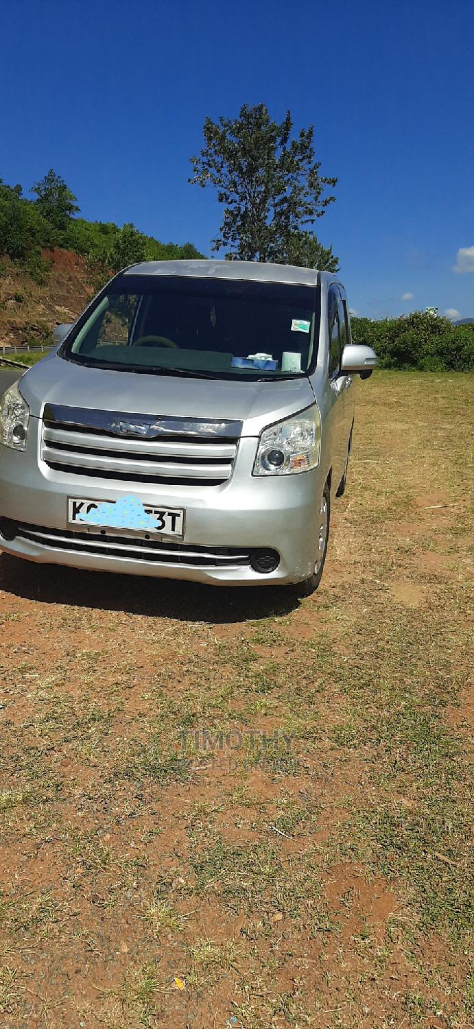 7 Seater Car Hire With Driver, 5 Passengers.