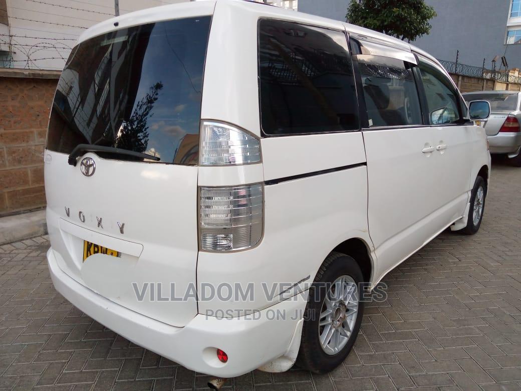 Archive: Toyota Voxy 2006 White