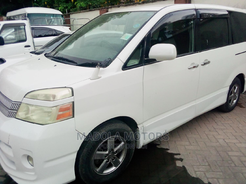 Toyota Voxy 2006 White | Cars for sale in Kisauni, Mombasa, Kenya