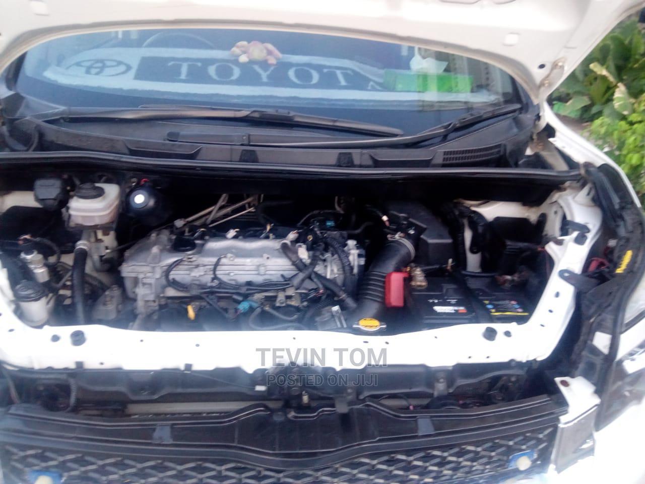 Archive: Toyota Voxy 2010 White
