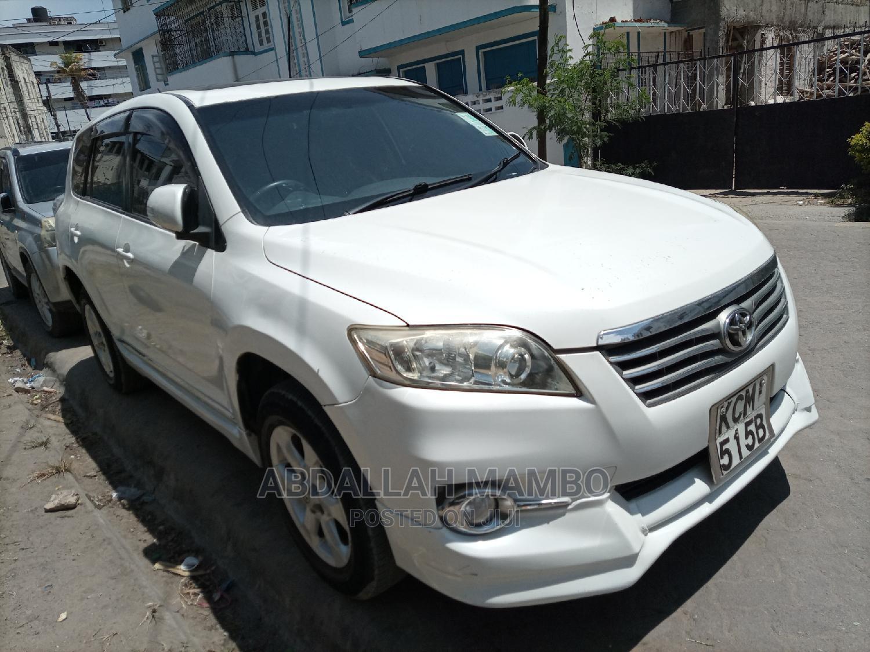 Toyota Vanguard 2010 White