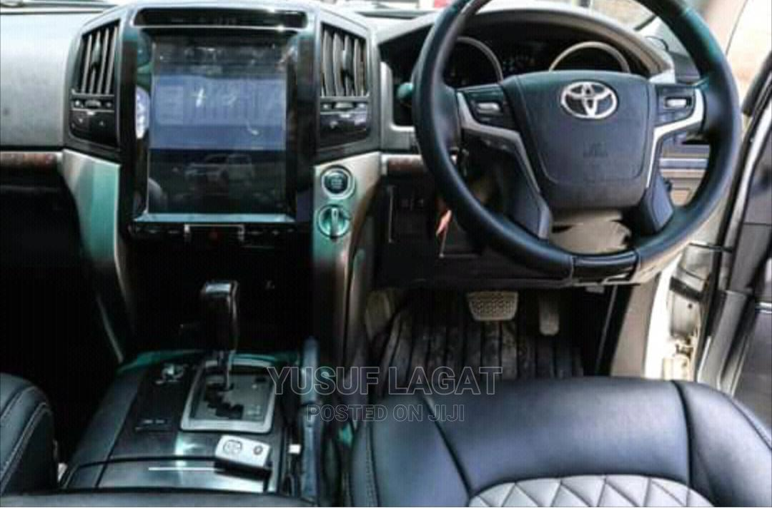 Archive: Toyota Land Cruiser 2009 4.7 VX-R White