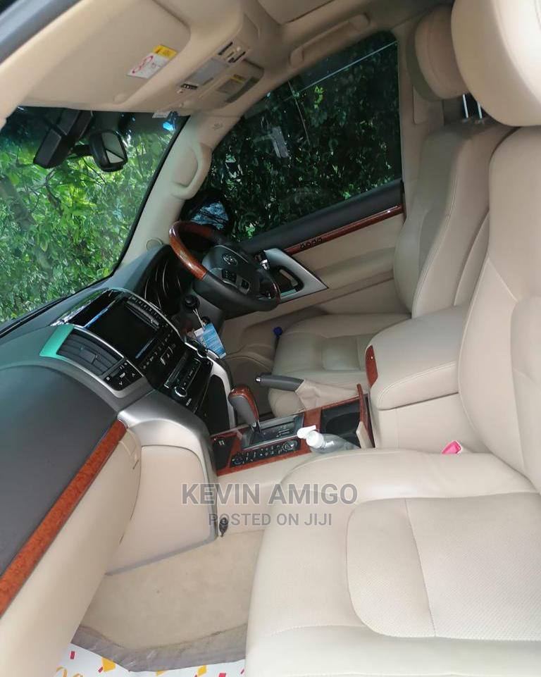 Archive: Toyota Land Cruiser 2013 4.6 V8 ZX Black
