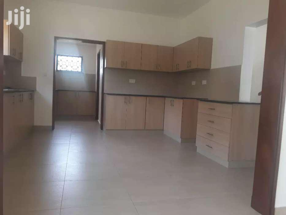 OLD NYALI- 4 BEDROOM HOUSE OWN COMPOUND On HALF ACRE With SQ FOR RENT