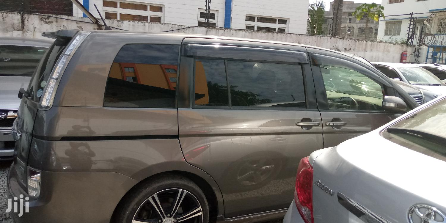 Archive: New Toyota ISIS 2012 Gray