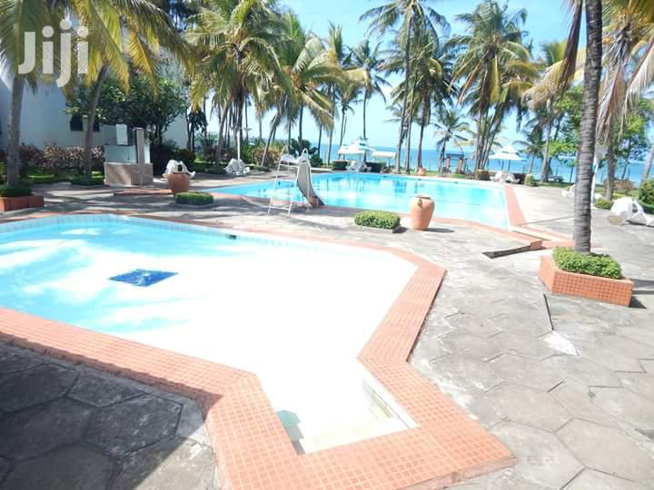 Gorgeous 2 Bedroom Beachfront (With Infinity Pool) Apartment Nyali