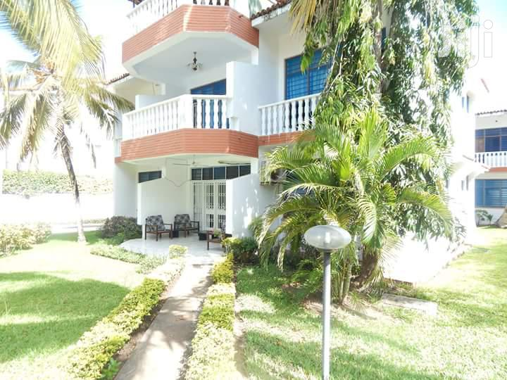 Gorgeous 2 Bedroom Beachfront (With Infinity Pool) Apartment Nyali | Houses & Apartments For Rent for sale in Mkomani, Mombasa, Kenya