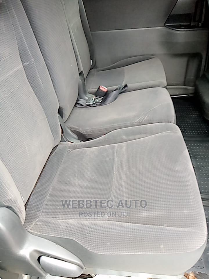 Archive: Toyota Noah 2009 Silver